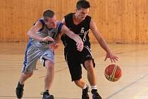 Mladým basketbalistům Karviné se daří.
