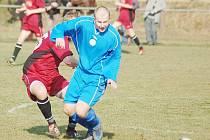 Petrovičtí fotbalisté (v rudých dresech) nebyli z nepostupu do divize přepadlí.