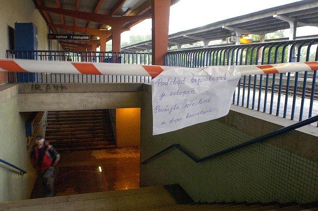 Voda zaplavila i vlakovou stanici v Karviné