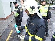 Koncentrace plynu přijeli na místo změřit hasiči.