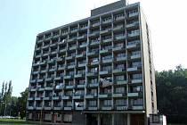 Jeden ze tří objektů hotelu Merkur.