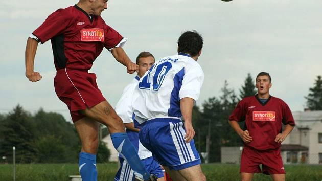 Rostislav Klimek vyhrává hlavu.
