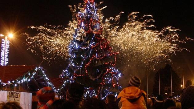 První adventní sobotu byl v Havířově rozsvícen vánoční strom.