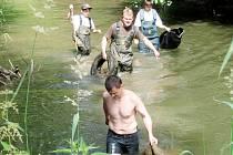 Čistění řeky Lučiny