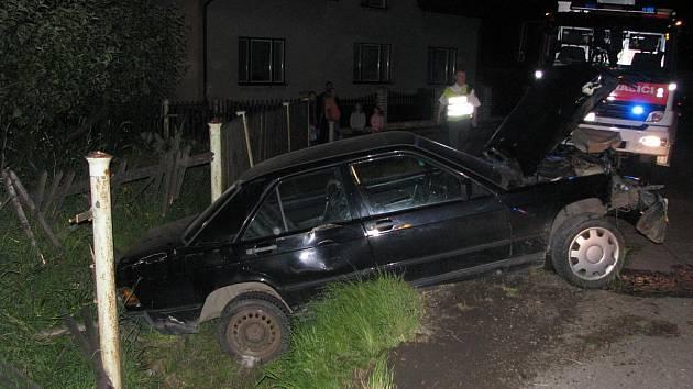 Nehoda opilého řidiče, který ujížděl policejní hlídce