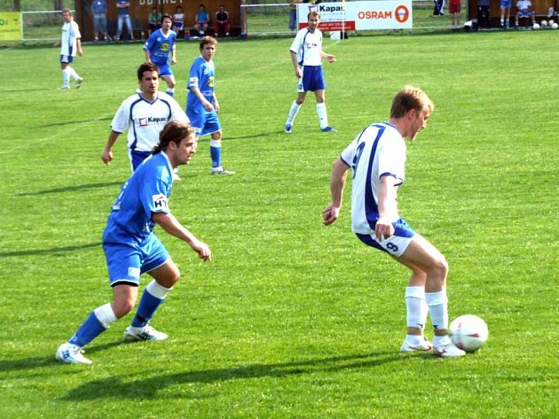První branku Havířova vstřelil Robert Schimke (v modrém).