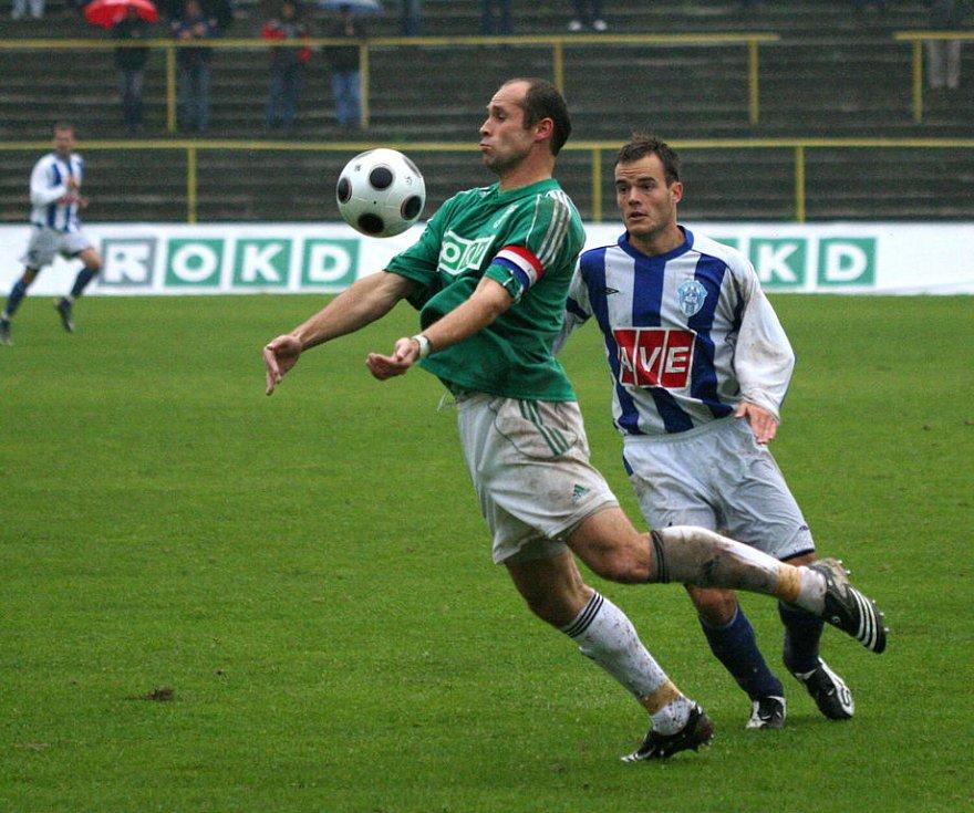 Martin Opic (v pruhovaném) zařídil proti Vítkovicím důležitou první trefu. Kanonýr je zpět.
