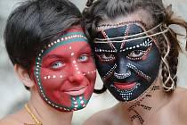 Face-artem inspirovaným domorodým uměním Afriky a Austrálie se bavily studentky v chorvatské Brele.