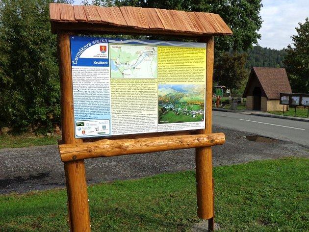 Informační panely na stezce přibližují historii i krásy Kružberska.