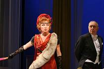 Duo Philip a Monika Webstrovi (Zdeňka Mervová a Dalibor Hrda) jsou dokonale ladící manželskou dvojicí.