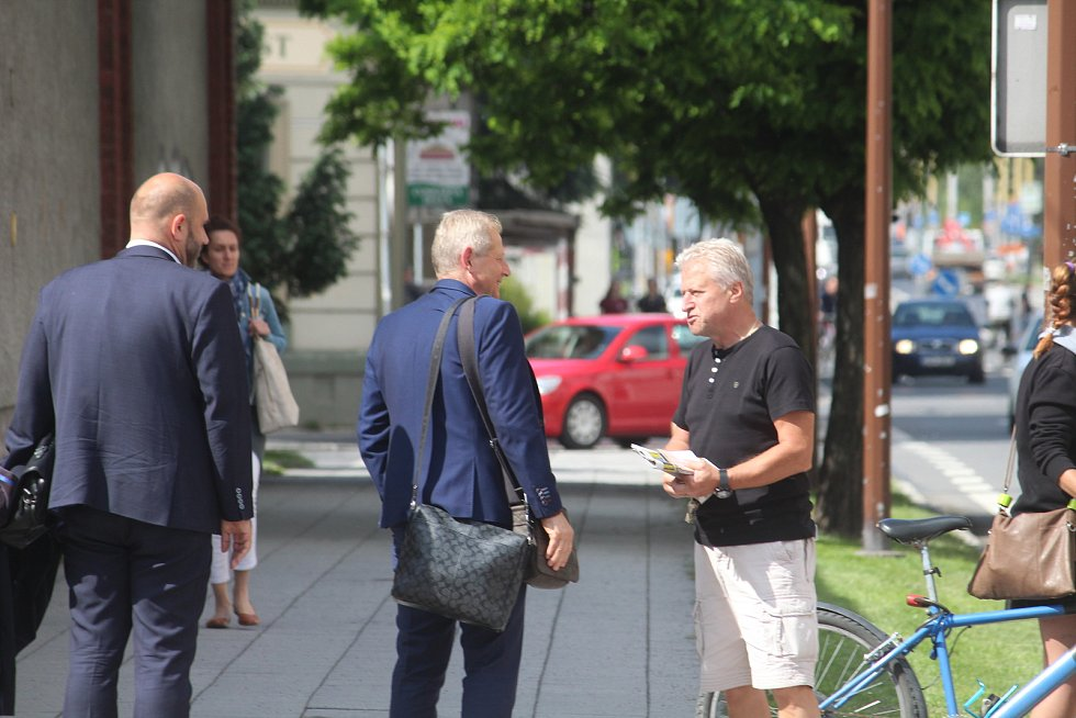 Vlastimil Petržela ve středu dorazil do Opavy, aby stanul před místním okresním soudem.