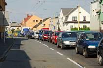 Ne všechny silnice na Opavsku jsou zcela průjezdné. Konec léta a podzim bude na opravy cest ještě bohatý.