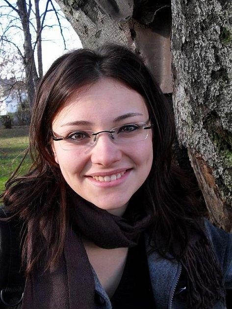 Šárka Havlová, 24 let, studentka, Opava: Nesouhlasím, protože se podle mě zničí estetika okolí. Doufám, že se ten strom nakonec podaří zachránit.