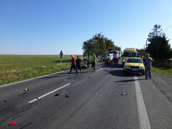 Vsobotu okolo půl jedenácté dopoledne došlo kzávážné dopravní nehodě, při níž se střetl motocykl sautem.