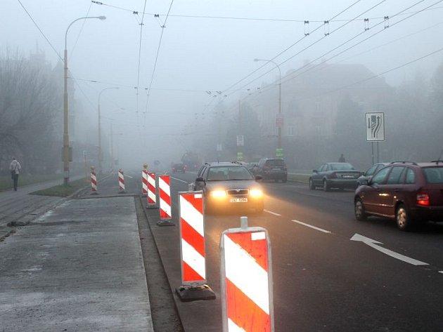 Bylo to nepříjemné, nebezpečné a depresivní. Opavsko v uplynulých hodinách neprodyšně přikryla smogová mlha.