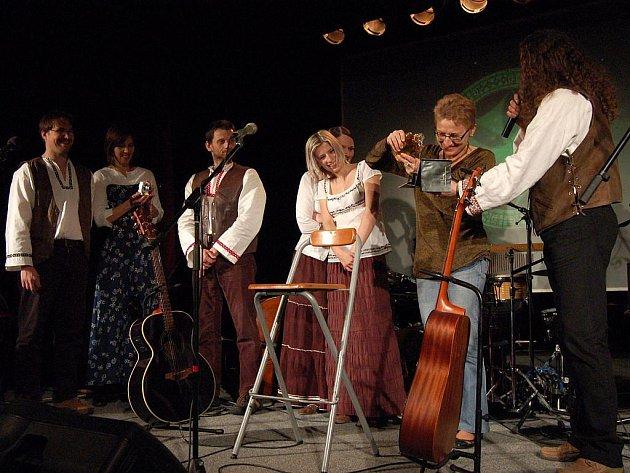 Tomáš Kočko se s Orchestrem vydal na turné právě k nové desce, která se na hudebním světě objevila na začátku prosince. Do Opavy se dostala ve čtvrtek večer.