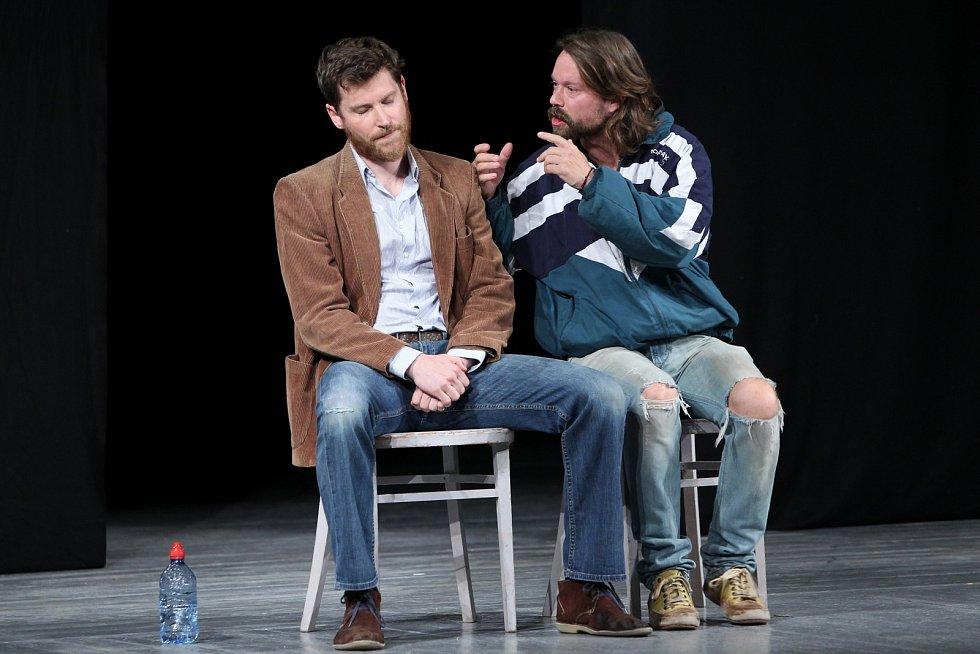 Richard Krajčo a David Švehlík na archivním snímku z představení Deštivé dny.