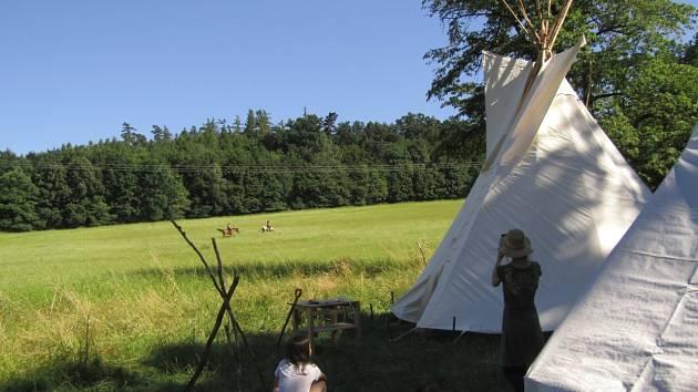 Na své tee-pee jsou děti hodně pyšné dětisi pobyt vlesní školceužívají.