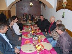 Hlučínští radní pozvali dárce do radniční restaurace na slavnostní večeři.