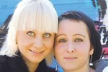 Vážně nemocná Lea Vargová (vpravo) s jednou ze svých nejlepších kamarádek Pavlou Stankeovou.