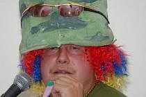 Chulian Chendo. Tiskový mluvčí opavské policie René Černohorský ukázal opavskému publiku i svou hudební tvář jako psychoparalytický řvoun a hráč na kazoo.