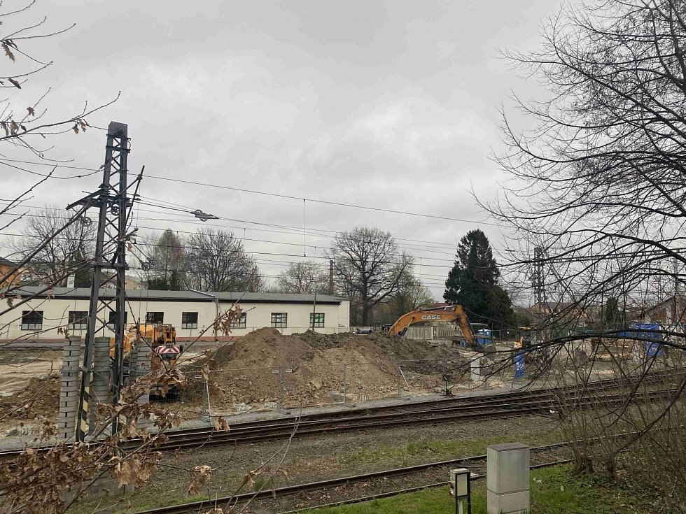 Výstavba nového parkoviště u východního nádraží.