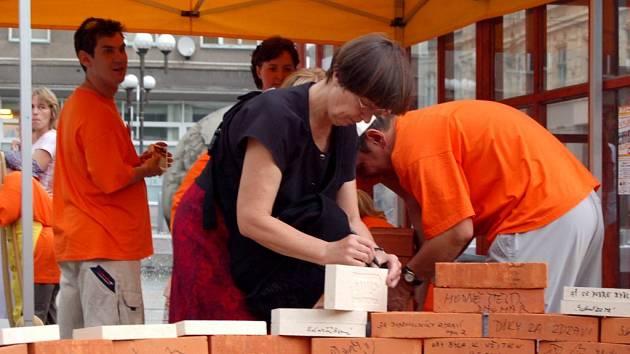 Dobrovolníci z opavské Charity při akci Cihla.