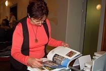 Slovem i obrazem zachycený život a změny ve městě Opavě, kterými prošla během posledních dvou desetiletí. To je základní popis nové knihy Opava, dáma věčně mladá, kterou ve čtvrtek pokřtili v sále purkmistrů Obecního domu.