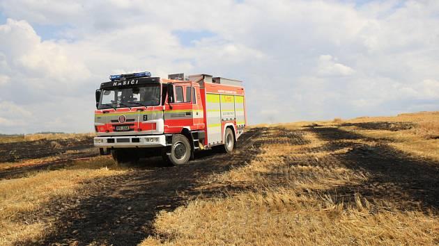 Požár pole v Lesních Albrechticích na Opavsku.