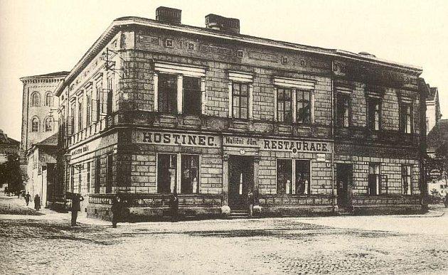 Pohled na Matiční dům z počátku 20. století.
