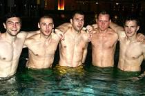 Fotbalisté (zleva) Rostislav Kiša, Radomír Víšek, Jan Pejša, Tomáš Janoviak a Radek Mezlík v lázních v rakouském Laa an der Thaya.