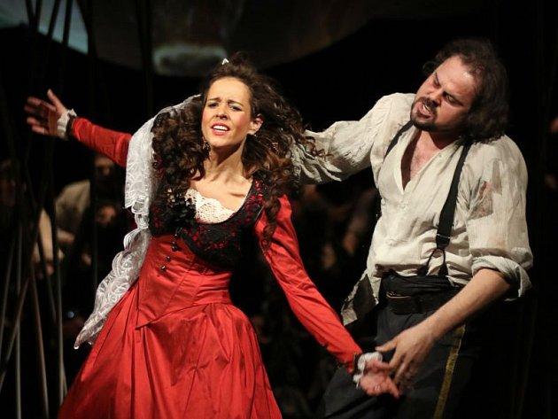Hlavní roli Carmen ztvárnila Barbora Martínková-Polášková, Dona Josého pak Jakub Rousek.