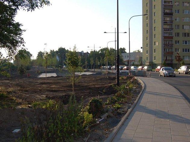 Možná vůbec nejrozsáhlejší proměnou prochází vnitroblok na Hozově nábřeží. Stavební práce čile pokračují podél řeky Opavy mezi mosty u Vodní a na Pekařské ulici.