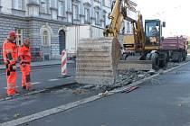 U soudu je jednou ze tří zastávek na Olomoucké ulici, které se v současnosti opravují.