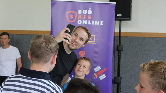 Exyoutuber Jirka Král a Avast školí děti o bezpečnosti na internetu. Foto: Deník/Markéta Stošková