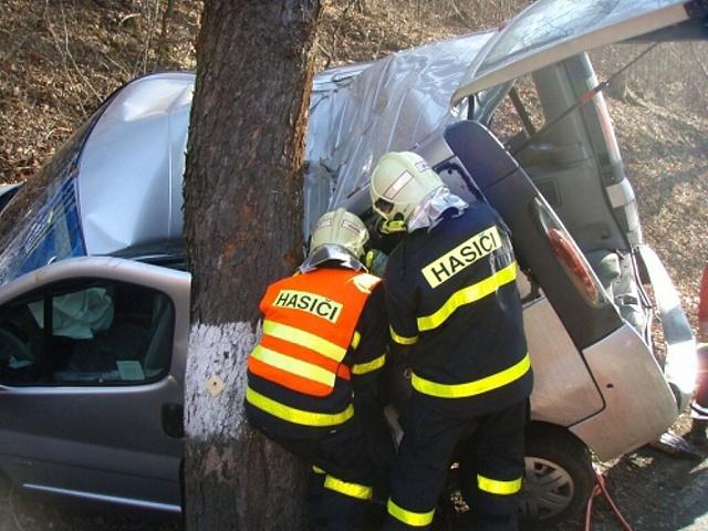 Zásah záchranářů u tragické nehody u Skřipova na Opavsku.