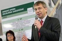 Jaromír Drábek, ministr práce a sociálních věcí, v pátek navštívil Opavu. A to při slavnostní události, jakou bylo otevření nové budovy Okresní správy sociálního zabezpečení (OSSZ) na Krnovské ulici.