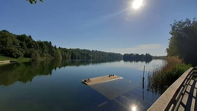 Stříbrné jezero v Opavě, červen 2021. Ilustrační foto.