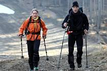 Návštěvníci Jeseníků si mohli v uplynulých dnech všimnout desítek dvojic pobíhajících po lesích s hůlkami. Šlo o pětadvacet párů, tedy padesát odvážlivců, kteří se účastnili závodu Rock Point Zimní výzva 2014.