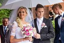 Fotbalový útočník Milan Halaška se v sobotu oženil. Do stavu manželského vstoupil se svou dlouholetou přítelkyní Petrou Neubertovou. Sňatek byl zpečetěn v kostele v Chuchelné.
