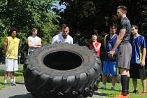 Jakub Šiřina při tréninku pod vedením svého spoluhráče Radima Kramného (vlevo).