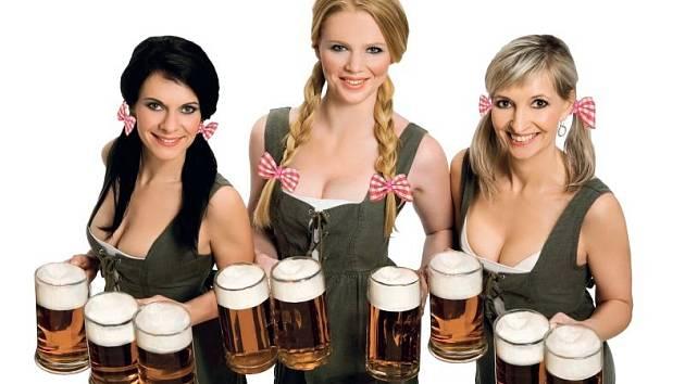 Krásné ženy a plné půllitry. Pivní slavnosti jsou tady.