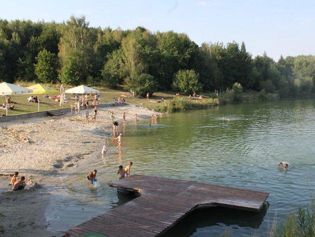 Stříbrné jezero se zdá být čisté jen na první pohled, na ten druhý už je to o poznání horší.
