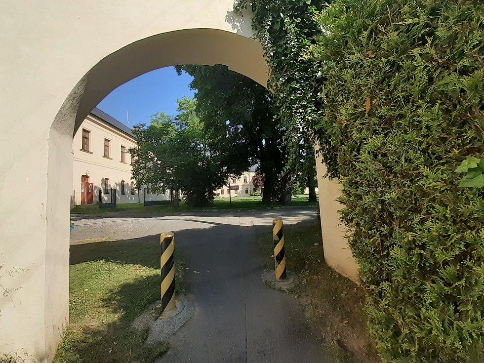 Cesta k zámku.