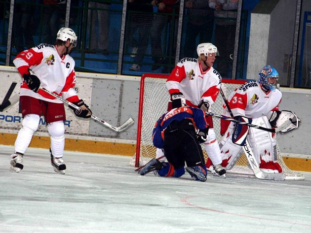 Hokejisté opavského slezanu nezvládli zápas a v Hodoníně a prohráli 8:3.