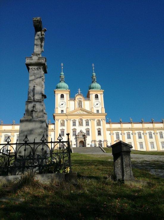 Kříž pod bazilikou na Svatém Kopečku v Olomouci.