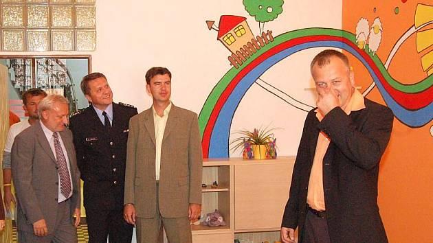 V pondělí byla v budově Policie České republiky v Hrnčířské ulici slavnostně otevřena nová moderní výslechová místnost. Ta však nebude sloužit jen policistům, ale i dalším složkám při komunikaci s kriminalitou ohroženými osobami, například dětmi.