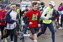 Na snímku po startu je s č. 15 pozdější vítěz běhu na 20 km Aleš Miko z SSK Vítkovice a s č. 5 Jan Turek (15 let) z TJ Sokol Opava, který skončil na 3. místě v běhu na 10 km.