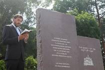 Ve středu po druhé hodině odpolední byl slavnostně odhalen památník bývalé opavské synagogy, kterou za tzv. Křišťálové noci roku 1938 vypálili fanatičtí sudetští Němci.