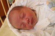 """Maxmilián Škrobánek přišel na svět 2. května, vážil 2,83 kilogramu a měřil 48 centimetrů. """"Je to naše první miminko. Přejeme mu do života štěstí, zdraví, spokojenost a hodné lidi kolem sebe,"""" řekli rodiče Blanka a Jirka z Bolatic."""